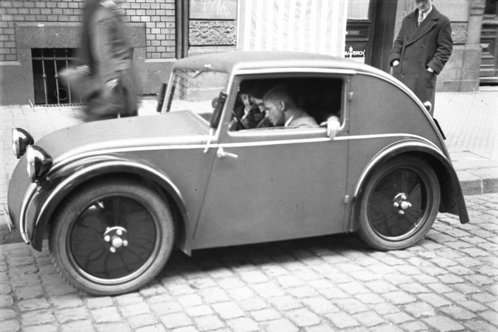 The production model of the Standard Superior, 1933.